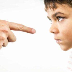 رفتار های اشتباه کودکان و برخورد صحیح والدین | پیک ناردانام